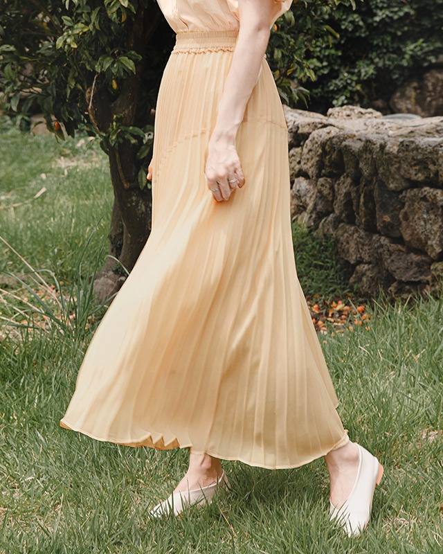 Slanted Color Block Long Pleated Skirt